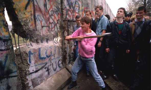The-first-section-of-the-Berlin-Wall-was-torn-down-by-crowds-on-the-morning-of-November-10th-1989-530033